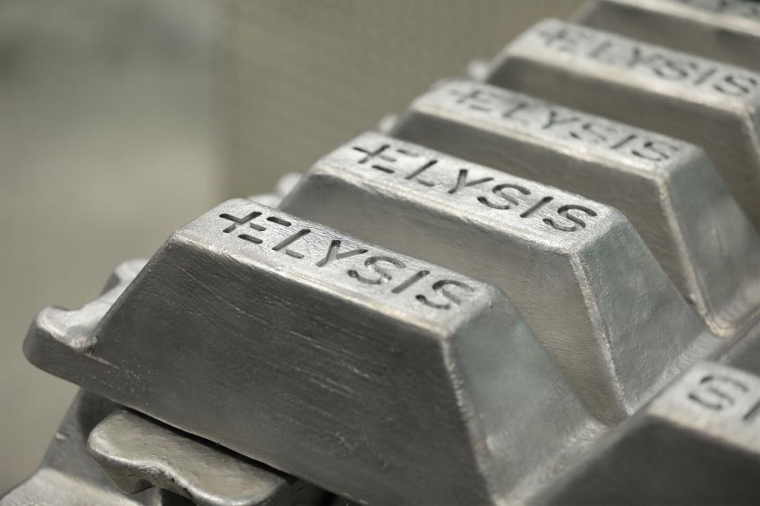 Apple prepara camino para aluminio libre de carbono